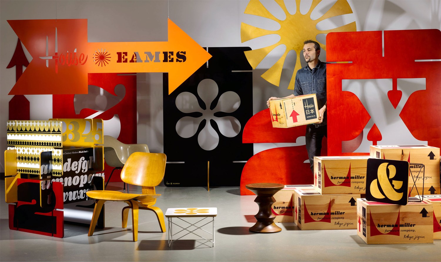 p.-76-77_Eames_Andy_©Carlos-Alejandro-Courtesy-of-House-Industries.jpg